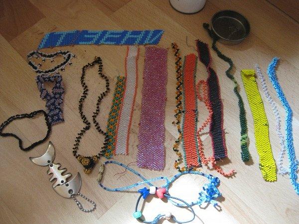 Порадуют и схемы фенечек из бисера.  Сегодняшнее плетение фенечек можно в принципе назвать.